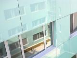 Fasádny systém zo smaltovaného kaleného skla